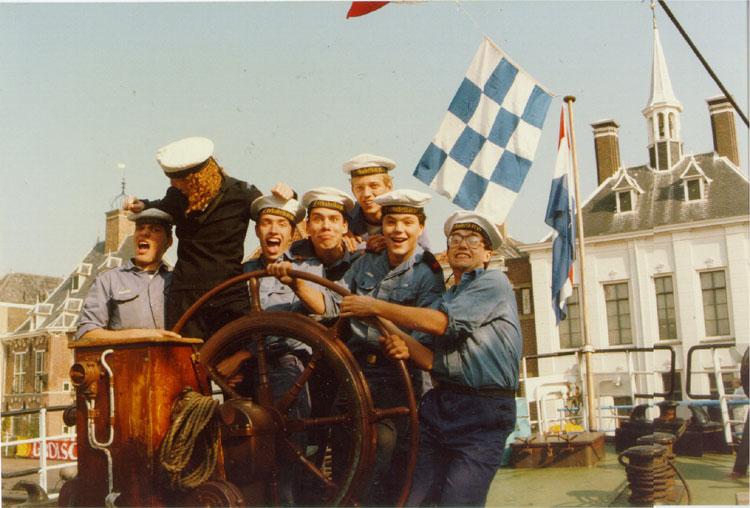 Tijdens roeiwedstrijden in Maassluis